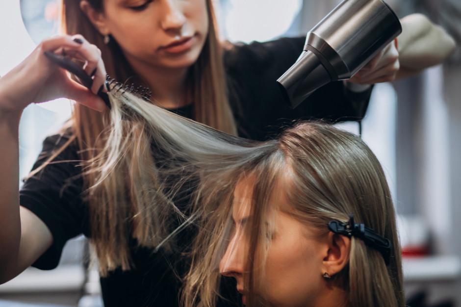 Rzecznik rządu: połowa maja to realny termin otwarcia salonów fryzjerskich