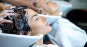 Salony fryzjerskie i kosmetyczne wchodzą w lockdown.