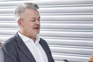 Artur Kazienko, Kazar: Podpisywanie umów po staremu to szaleństwo