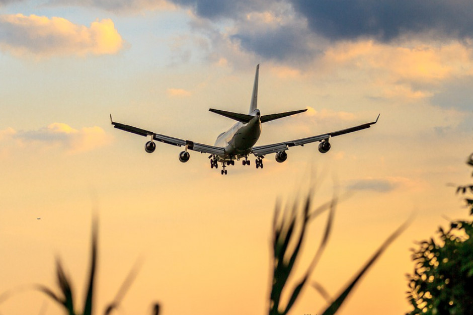 Pasażerski ruch lotniczy spadł na całym świecie o 66 proc.