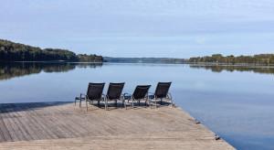Wyspa Energetyk w Bieszczadach po modernizacji. Pojawiły się m.in. nowe domki dla turystów