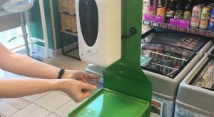 Żabka wyposażyła sklepy w stacje dezynfekujące