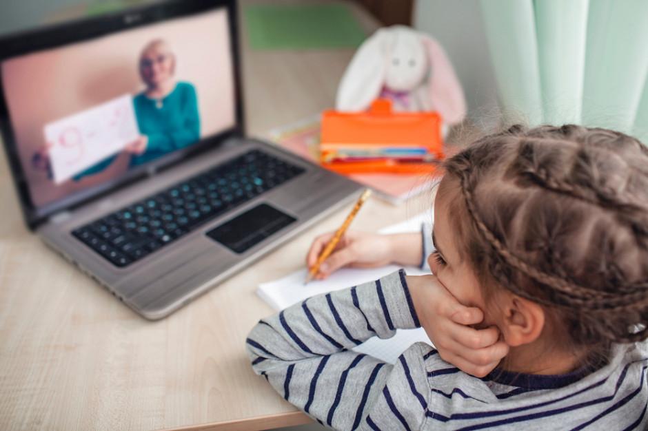 Jeśli dzieci nie wrócą do szkoły, rodzice otrzymają zasiłek opiekuńczy