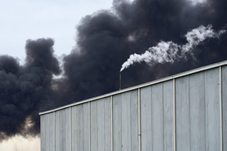 Pożar hali magazynowej w Konstancinie-Jeziornej