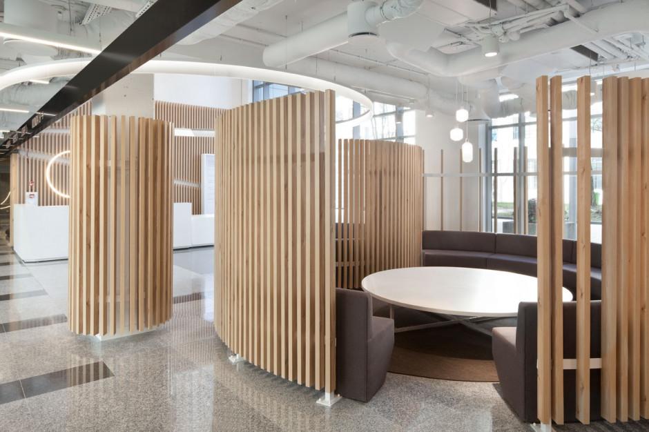 Hol biurowy zmienia funkcje