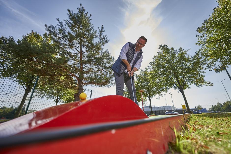Strefa relaksu w Porcie Łódź powiększona o minigolfa i bule