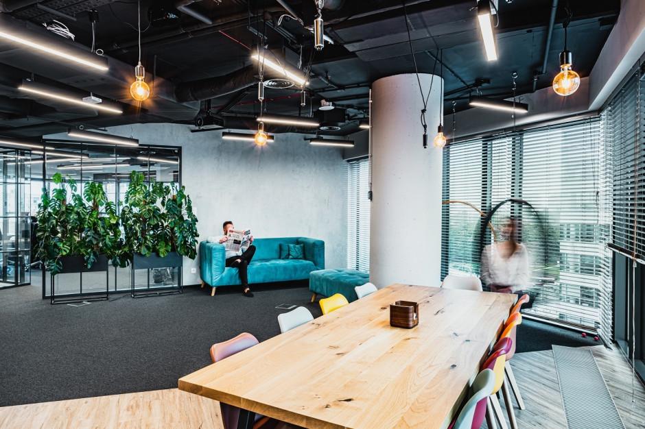 Tétris wprowadza industrialny klimat do biura Reino Capital w Polna Corner