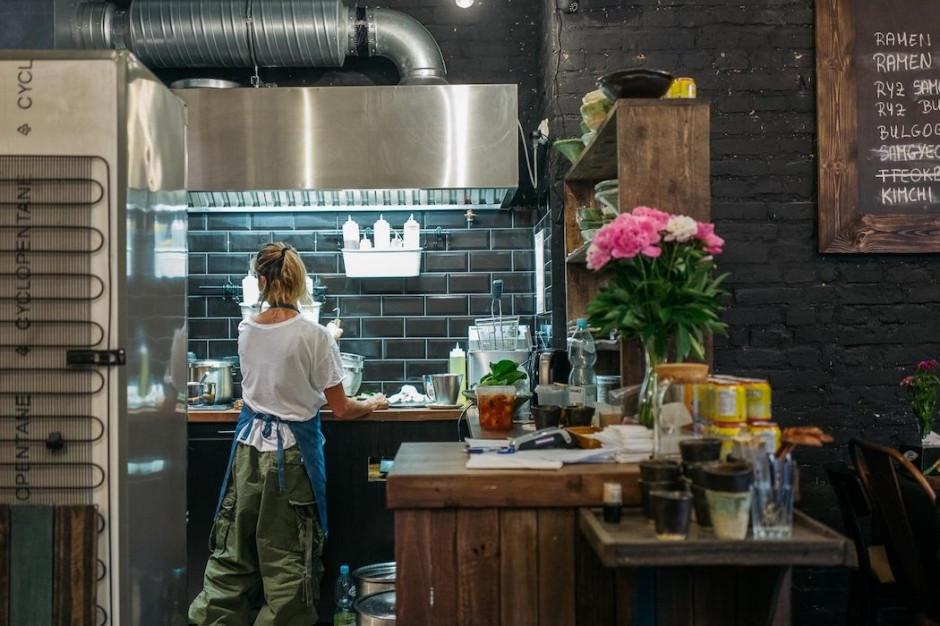 Prowadzi 10 autorskich restauracji, teraz otwiera kolejną.  Nowy lokal Linh Nguyen w Browarach Warszawskich