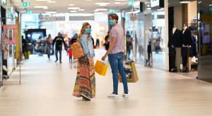 Klienci wracają do centrów handlowych