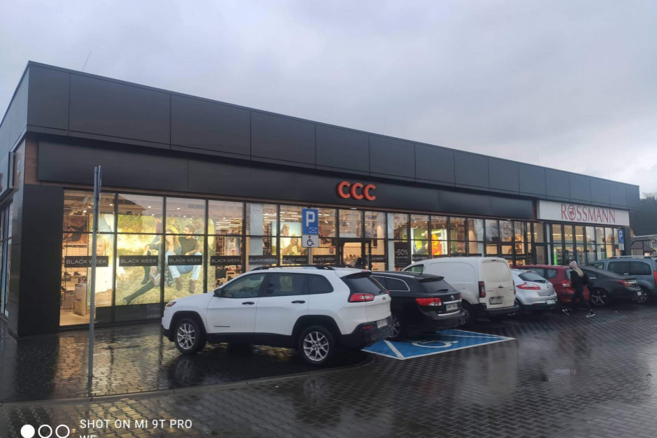 Nowo otwarty park handlowy czeka na nowego właściciela