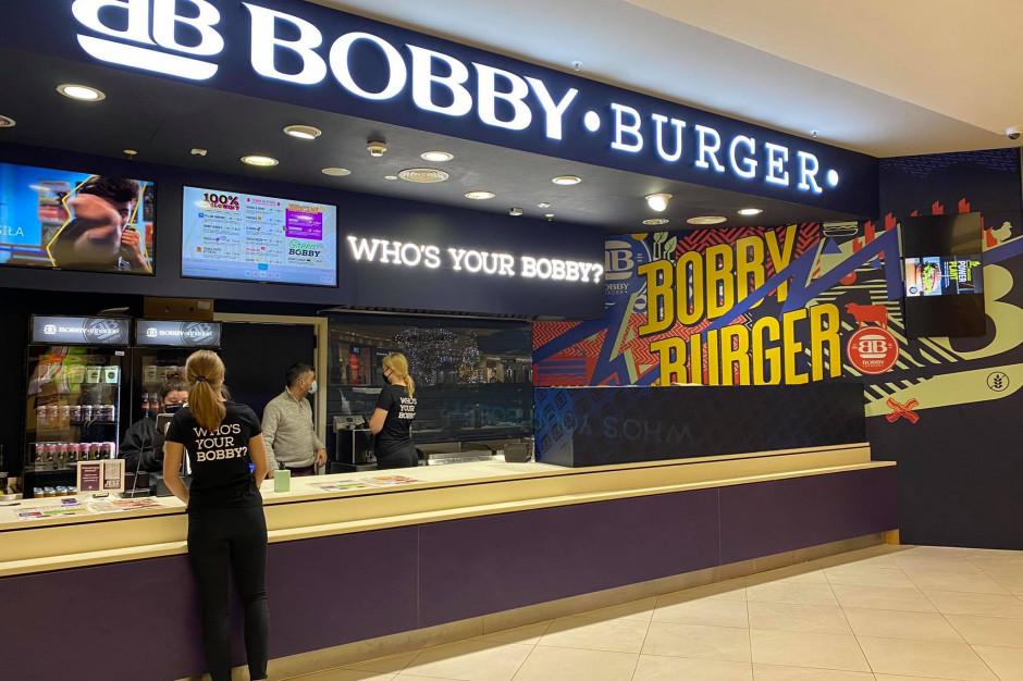 Bobby serwuje burgery w Zielonych Arkadach