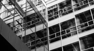 Biurowce opustoszały, ale biznes się kręci po domach