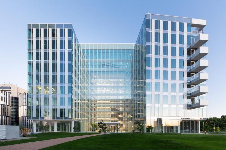 Skanska zarobiła 77 mln euro na sprzedaży biurowca Parkview w czeskiej Pradze