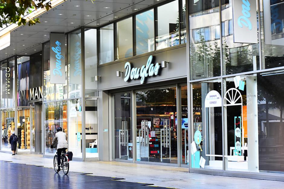 Douglas zamknie 500 perfumerii