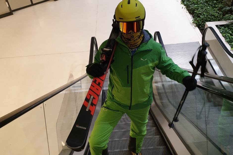 Narciarze i snowboarderzy w galeriach handlowych. Będą walczyć o otwarcie stoków i wsparcie dla branży