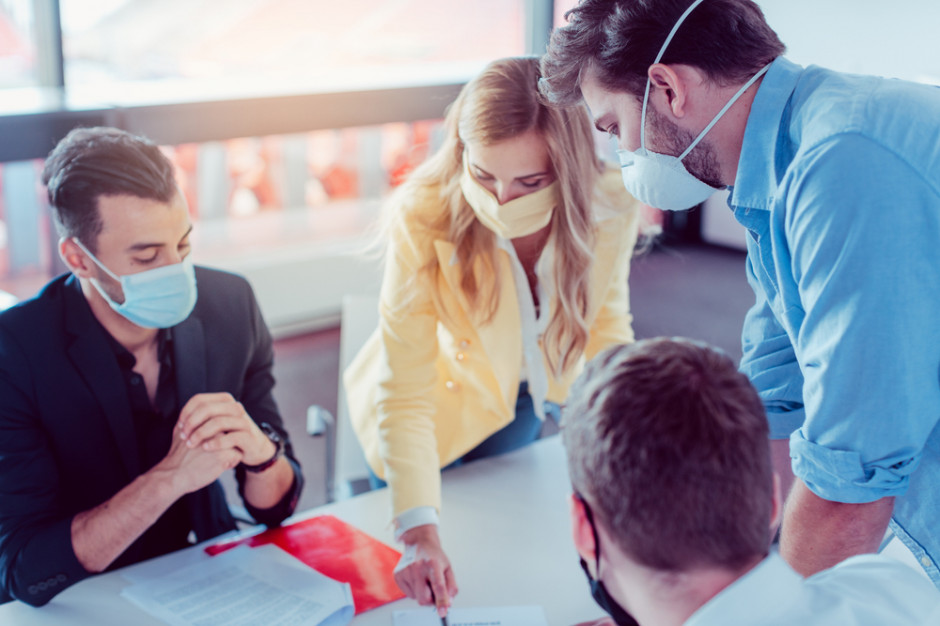 Negocjacje, kluczowe decyzje biznesowe, burze mózgów nie mają racji bytu bez biur