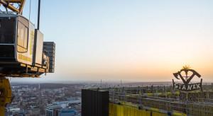 .KTW sięgnął nieba. Nad najwyższym budynkiem śląskiej metropolii zawisła wiecha