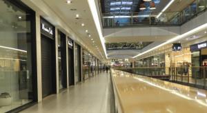 Polacy nie boją się zakupów stacjonarnych. Preferują parki handlowe
