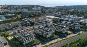 DSV wchodzi do biurowca w Gdyni