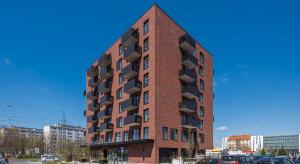 Zmiany przy Legnickiej we Wrocławiu: Żegnaj biurowcu, witajcie mieszkania na wynajem
