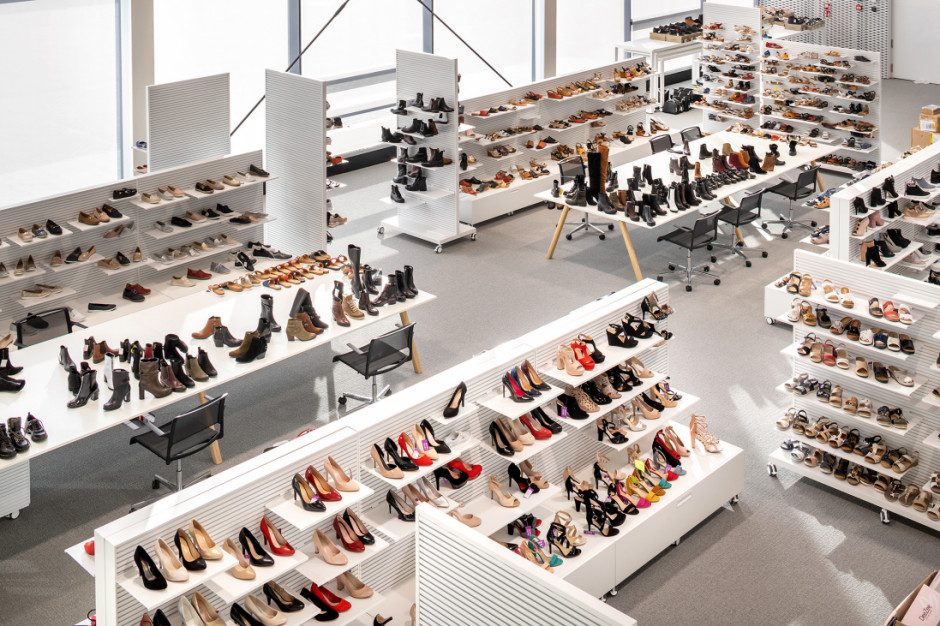 E-commerce pozostaje głównym kanałem sprzedaży w Grupie CCC. Konieczny rozwój infrastruktury logistycznej