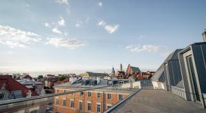 Szwajcarski startup zadowolony z Placu Zamkowego. Zostaje dłużej na Starówce