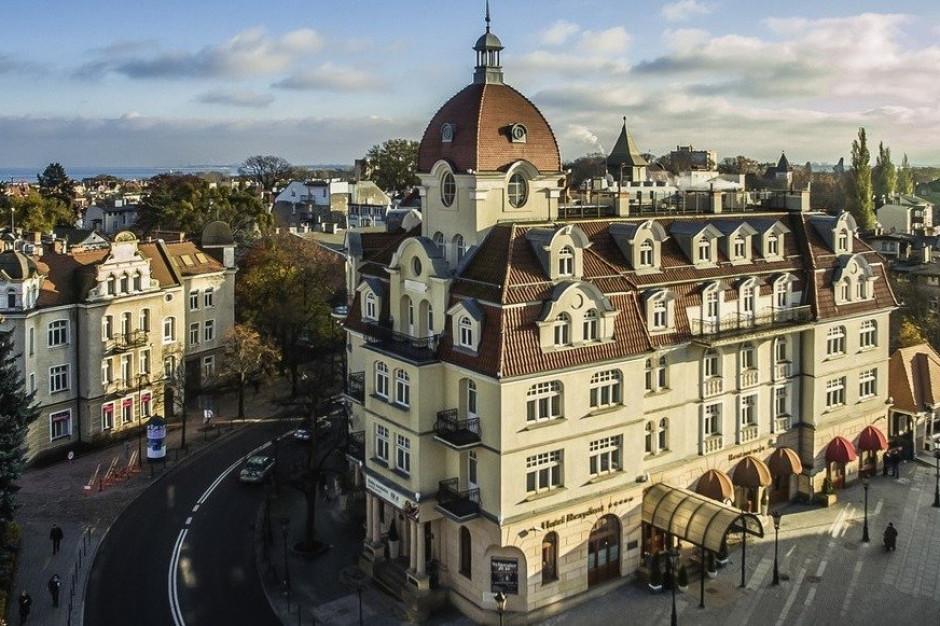 Kultowy hotel w Sopocie pod parasolem giganta. Rezydent Sopot MGallery odlicza dni do startu