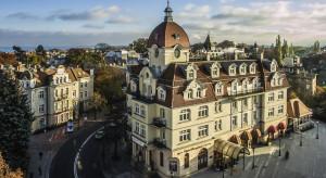 Kultowy hotel w Sopocie odlicza dni do startu pod parasolem giganta