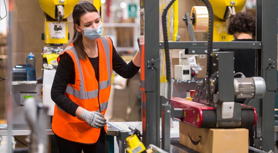 Amazon rekrutuje do centrów logistycznych. Podnosi stawkę