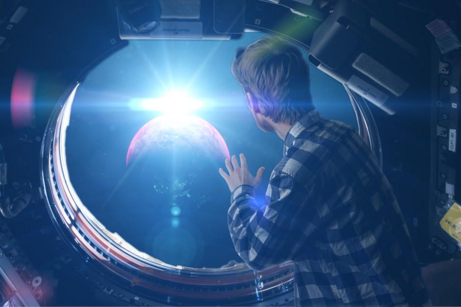Turystyka kosmiczna dla szerszego grona? Wyścig Bezosa i Bransona może pomóc