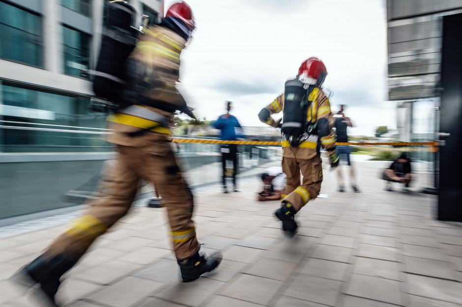 Strażacy zdobyli szczyt biurowca Olivia Star
