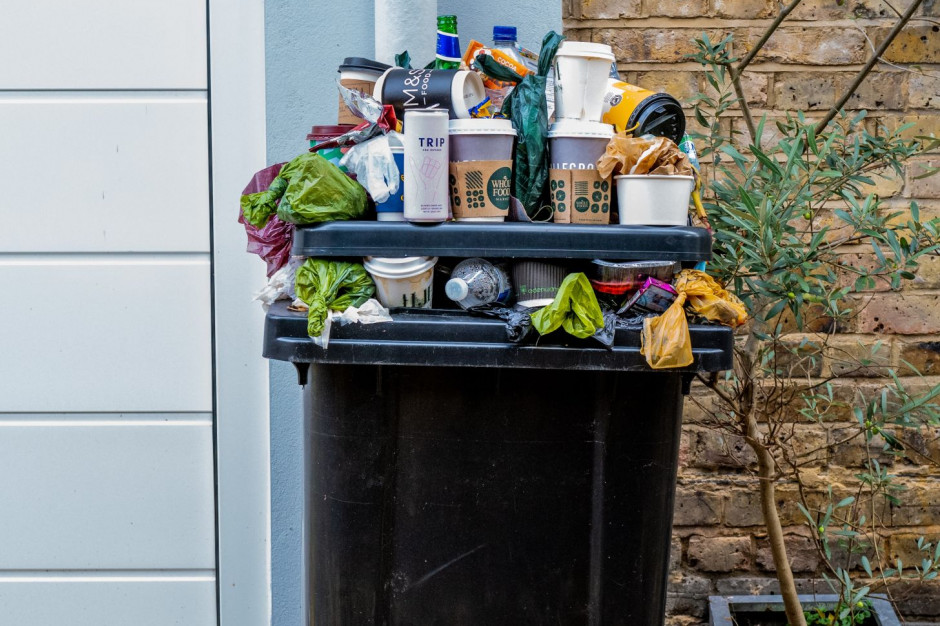 Przez home office i zakupy internetowe rośnie góra śmieci