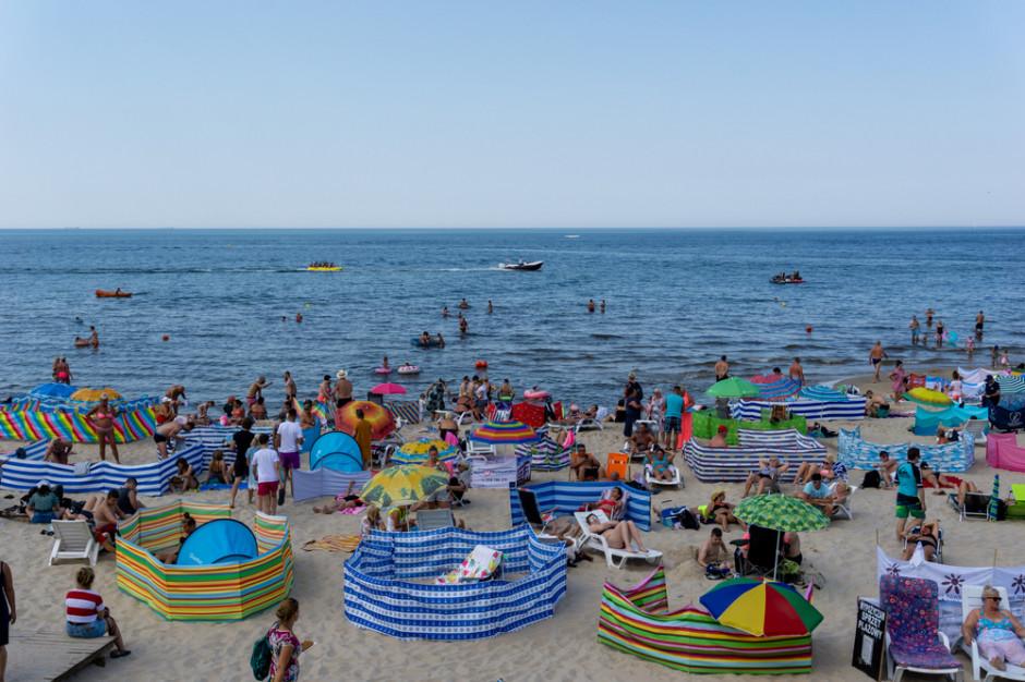 Jak Polacy spędzają letni urlop? Oto wakacyjne hity