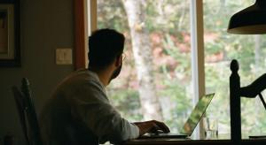 Praca zdalna odbija się na zdrowiu psychicznym. Well-being wyzwaniem dla pracodawców