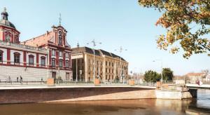 Kapsuła czasu wmurowana pod biurowiec L'UNI we Wrocławiu