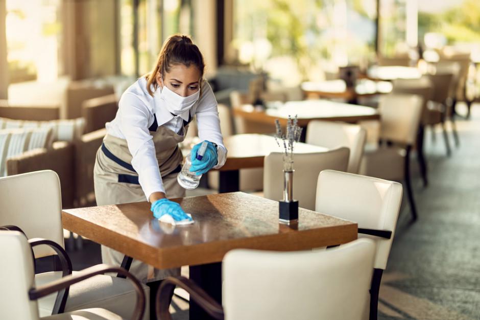 Przepustka sanitarna rozwścieczyła restauratorów. Obroty spadły o 30 proc.