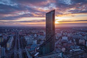 Develia sprzedaje Sky Tower we Wrocławiu. Dowiedz się więcej o inwestycji i nowym właścicielu