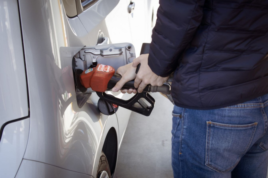 Handel detaliczny i stacje benzynowe w Wielkiej Brytanii mają problemy z łańcuchami dostaw