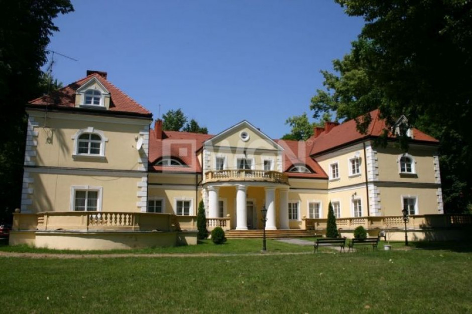 Piękny pałac w Radoszewnicy pod Częstochową na sprzedaż