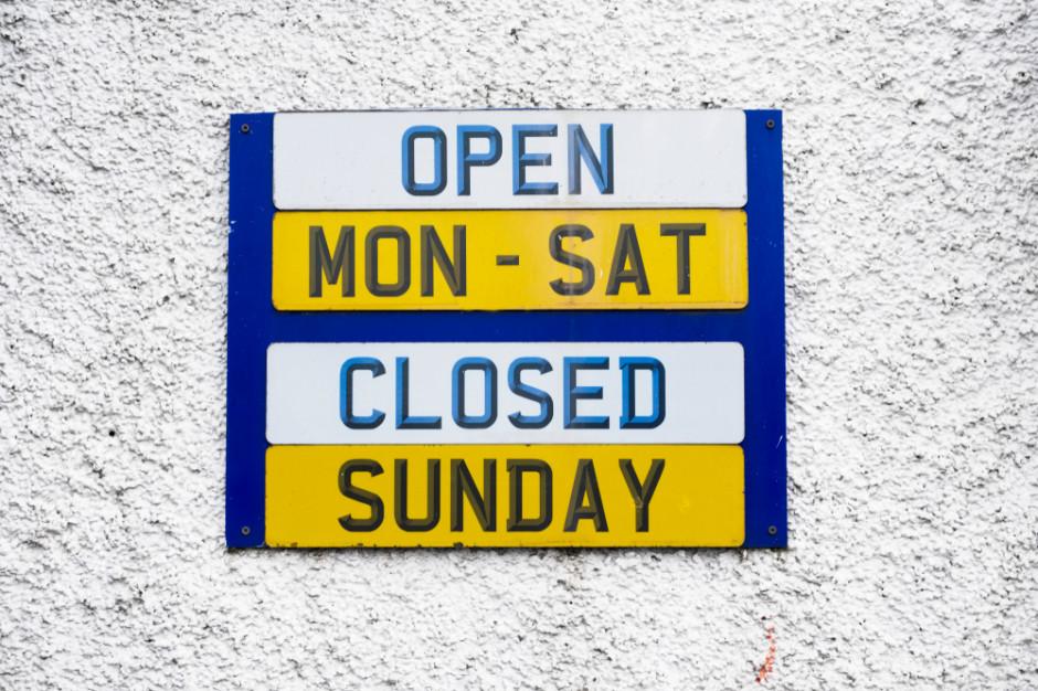 Handel w niedziele: Chcą, by oprócz członków rodziny właściciela w sklepie mogli pracować studenci czy emeryci